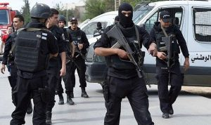 تونس تمدد حالة الطوارئ لشهرين