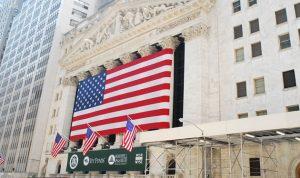 الأسهم الأمريكية تفتح مرتفعة قبيل إعلان نتائج أبل