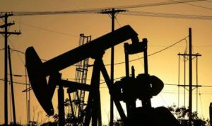 سعر برميل النفط الأميركي يرتفع بأكثر من 30%